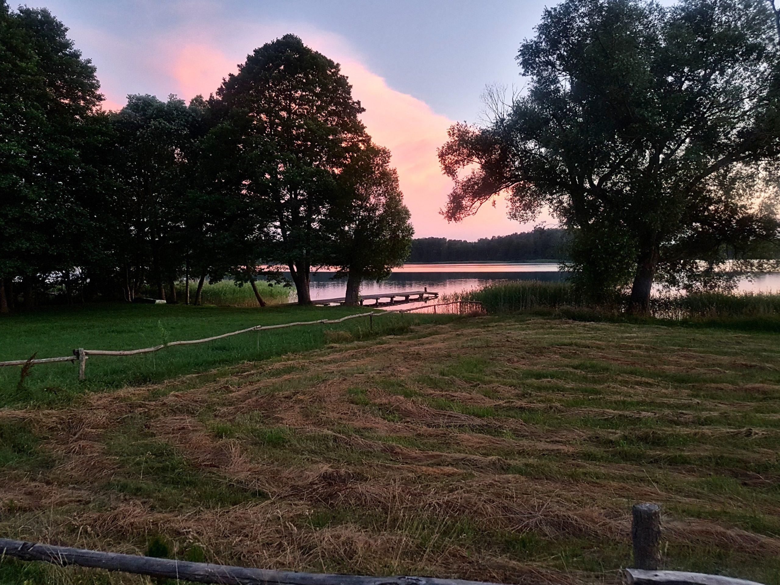 Zachód słońca nad jeziorem Serwy